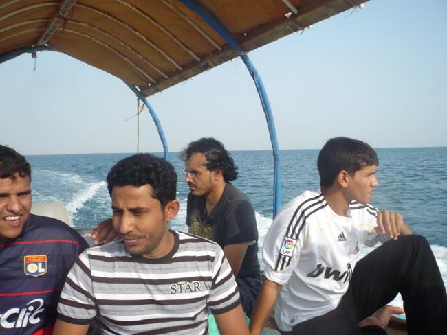 رحلة بحرية لأعضاء المنتدى(صور) QAq76037.jpg