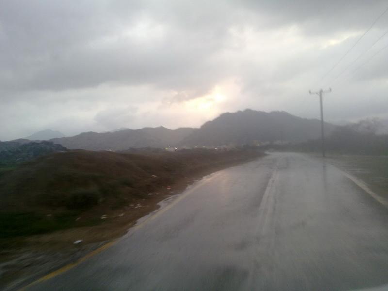 أمطار الفائجة الأحد 1432/2/5هـ VvK88579.jpg